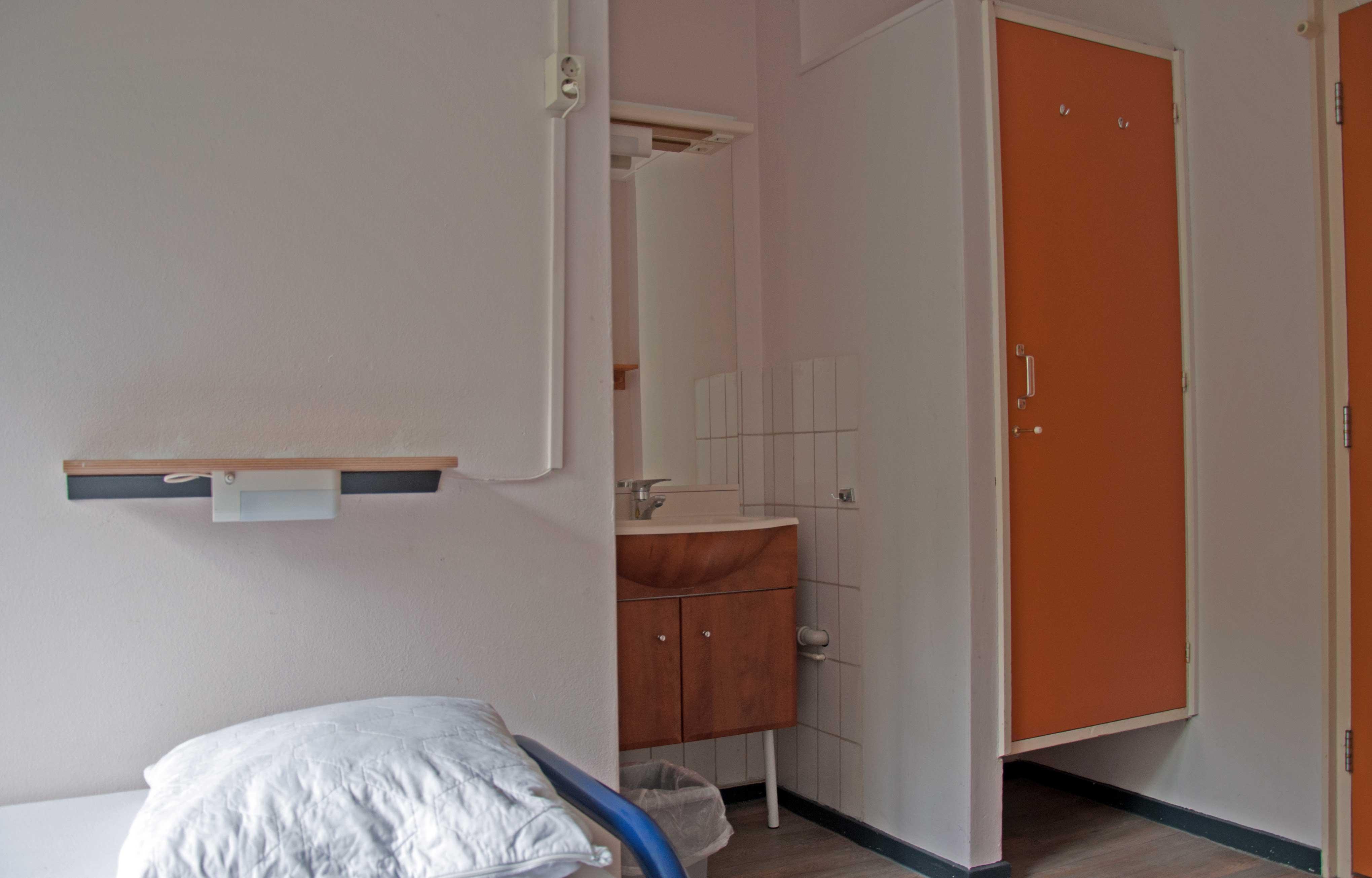 Wastafel Met Kast : Wasbak onderkast ut van design keukens en badkamer wastafel